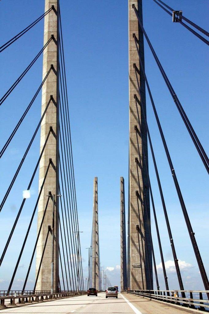 Was wir bisher kennen: Die Öresundbrücke zwischen Schweden und Dänemark http://www.travelworldonline.de/traveller/die-oeresundbruecke-sehnsuchtsort-auf-dem-weg-nach-kopenhagen/?utm_content=buffereb110&utm_medium=social&utm_source=pinterest.com&utm_campaign=buffer ... #twosweden