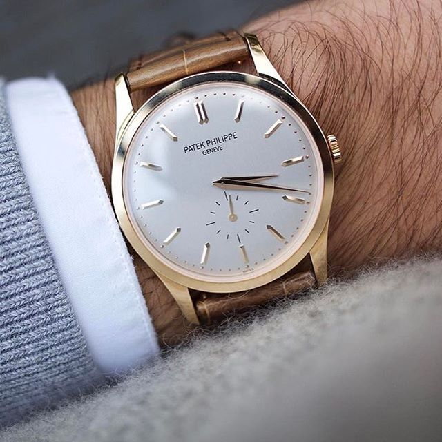 """Calatrava"" Stunning Patek Philippe #Calatrava, silver dial, #manualwound movement in 18k rosegold case and alligator leather strap. Ref : #5196 R Great pic by↘️ @thehorokee #PG5196R use hashtag #PatekGallery -------------------------------------------------"