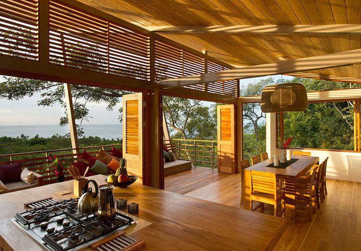 'Floating' Costa Rican Retreat