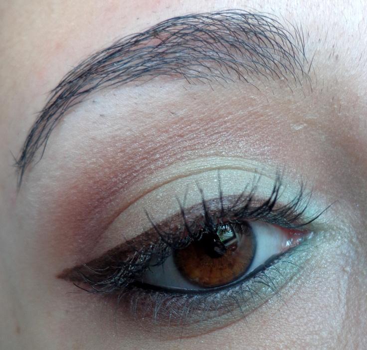 http://blogmaquilha-te.blogspot.pt/2013/04/inspiracao-de-fim-de-semana-12-mint-look.html