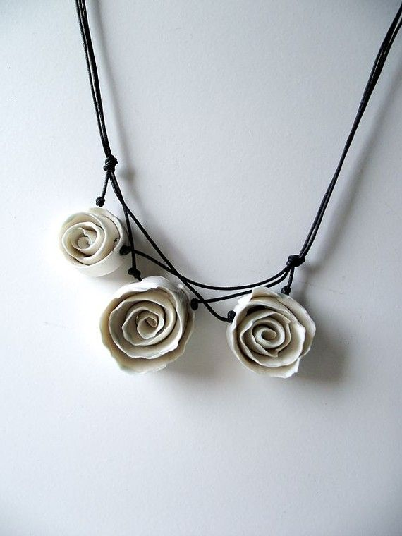 Porcelain Necklace Three White Porcelain Roses a by lofficina