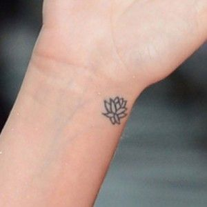 lotus... maybe this will be my first tattoo ♥