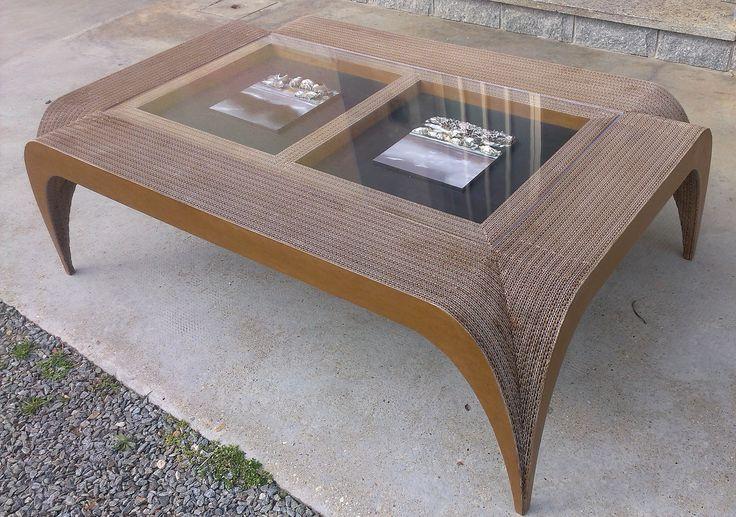 Tavolo GAUDI' adattato per accogliere due quadri realizzati dal pittore Mario Giammarinaro