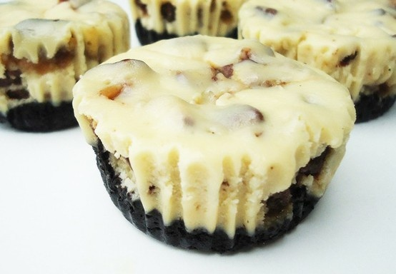 Twix CheesecakesCheesecake Bites, Sour Cream, Oreo Cheesecake, Vanilla Extract, Food Processor, Oreo Twix, Twix Cheesecake, Minis Cheesecake, Cheesecake Cupcakes