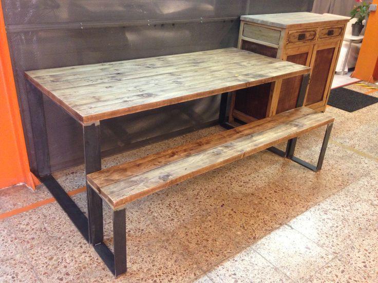 mesa y banco estilo industrial