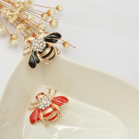 Spirit of bee on you to be superactive! Rare collections! #hone_bee #busy_bee #brooches#perfect_jewel #woman_jewel#stoned#Toucan_shack #stones #opal_stones#fashion_era #embelish #vogue #trend#new_collection #cheap_price #fancy#necklace #love_for_jewel #Fashionable#perfect_finish #neckpiece #woman #girls#all_age_groups Visit us on www.toucanshack.com Toucan Shack | Fashion, One Goal, One Passion. | The Official Toucan Shack Website. Find pendant necklaces, brooches, earrings, bracelets…