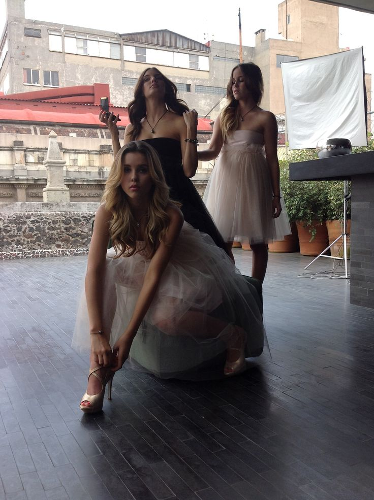 Paulina Goto & Friends. Photo by: Pedro Damián, Making of Hello Magazine Mx