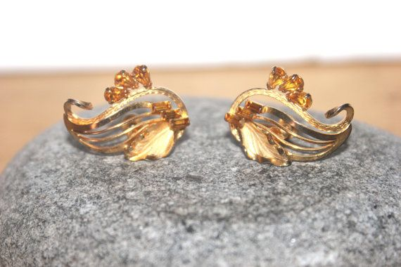 Hey, I found this really awesome Etsy listing at https://www.etsy.com/listing/226462614/womens-vintage-earrings-boyd-vermeil