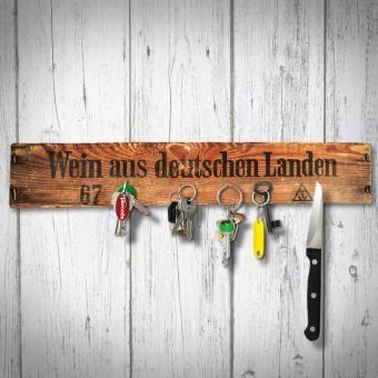 """Magnetisches Schlüsselbrett aus Weinkisten Bretter. Mit der Schrift """"Wein aus deutschen Landen"""" oder """"Wein schenkt Freude"""". Handgefertigt!"""