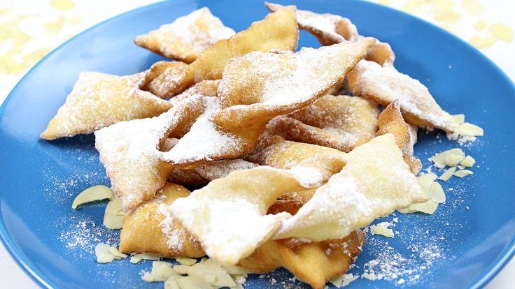 Przepyszne faworki znane też jako chrust z dodatkiem zmielonych migdałów. Faworki te są bardzo kruche, nawet na drugi dzień po zrobieniu. Życzymy smacznego.