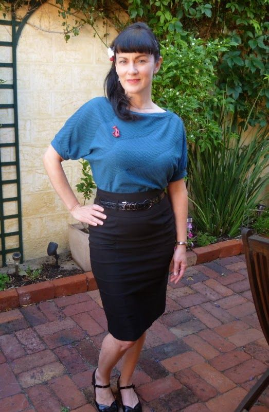 Betty Stitchup: Delightful Dolores. Short sleeved top version