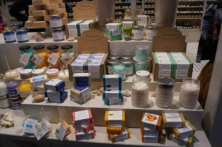 Klockargårdens underbara produkter. Jag säljer en del av alla dessa tvålar, kroppsprodukter och doftljus.