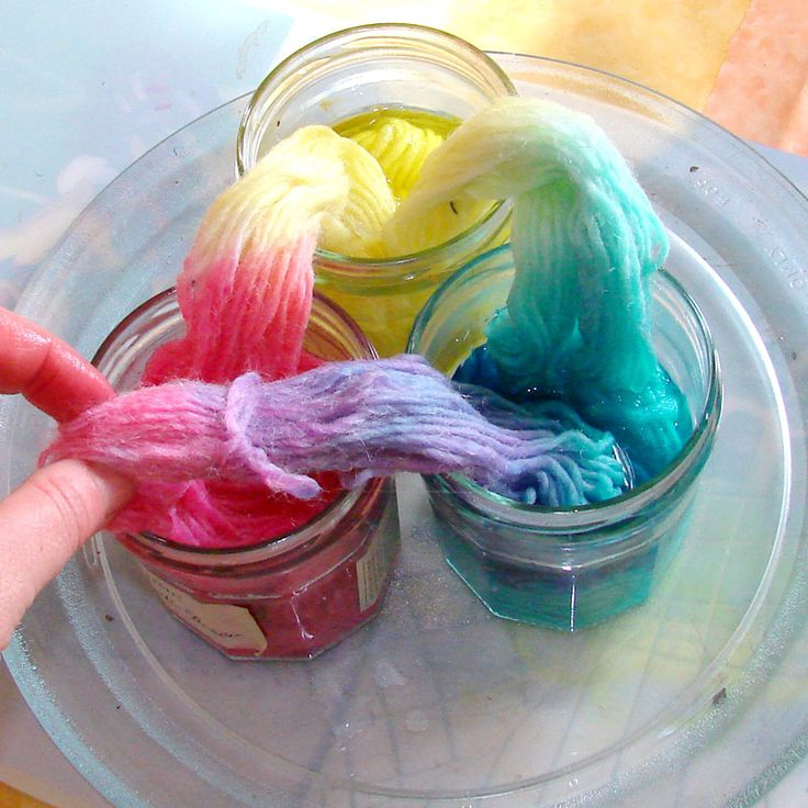 Bambole waldorf di stoffa - waldorf dolls : Free tutorial: How to dye wool yarn in sections shades using microwave.