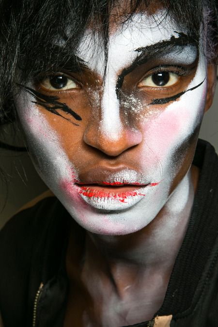 theatrical halloween makeup - vivienne westwood - spring 2014 rtw - paris fashion week #pfw