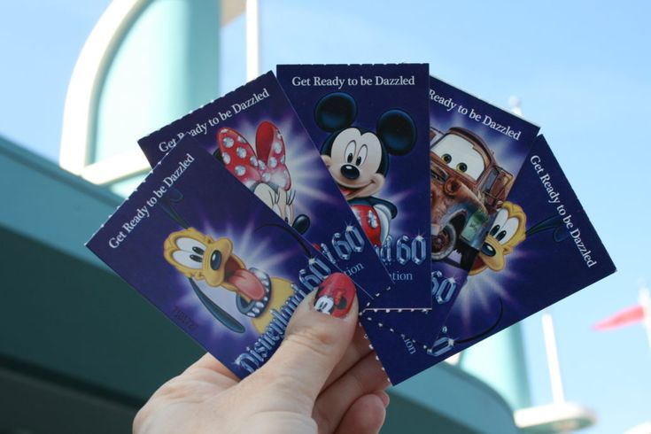 No sleeping in, that's the number one rule! These are top insider tips on what to do to maximize your first two hours at Disneyland Parks.