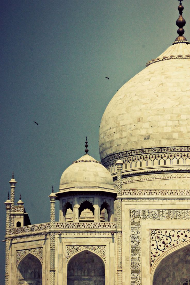 I had waited with much anticipation for this day. The excitement of seeing her again ran a shiver through my spine. The eagerness grew with every step. I smiled, as I saw her appear in front of me. There she stood. The mesmerizing elegance and grandeur…the Taj.