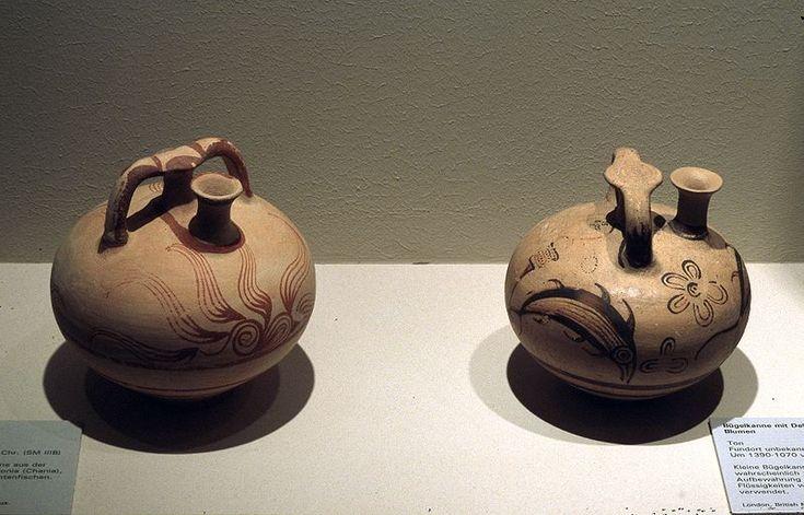 Archivo: Minoische Keramik - Kannen02.jpg