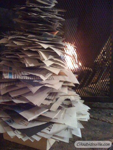 Sapin journaux diy tutoriel sapinnoelpapier diy - Bricolage sapin de noel en papier ...