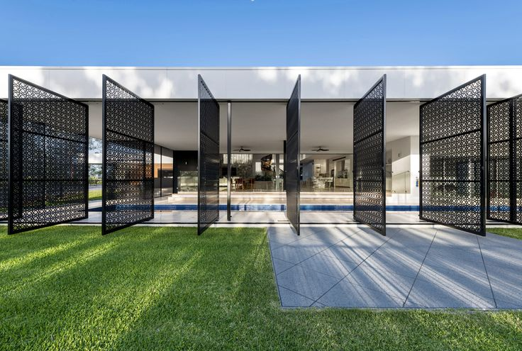 | MUDGEERABA RESIDENCE | this recently completed contemporary resort style home features sophisticated design elements that add interest to the home #architecture #residence #house #home #lifestyle #feature #screen #outdoor
