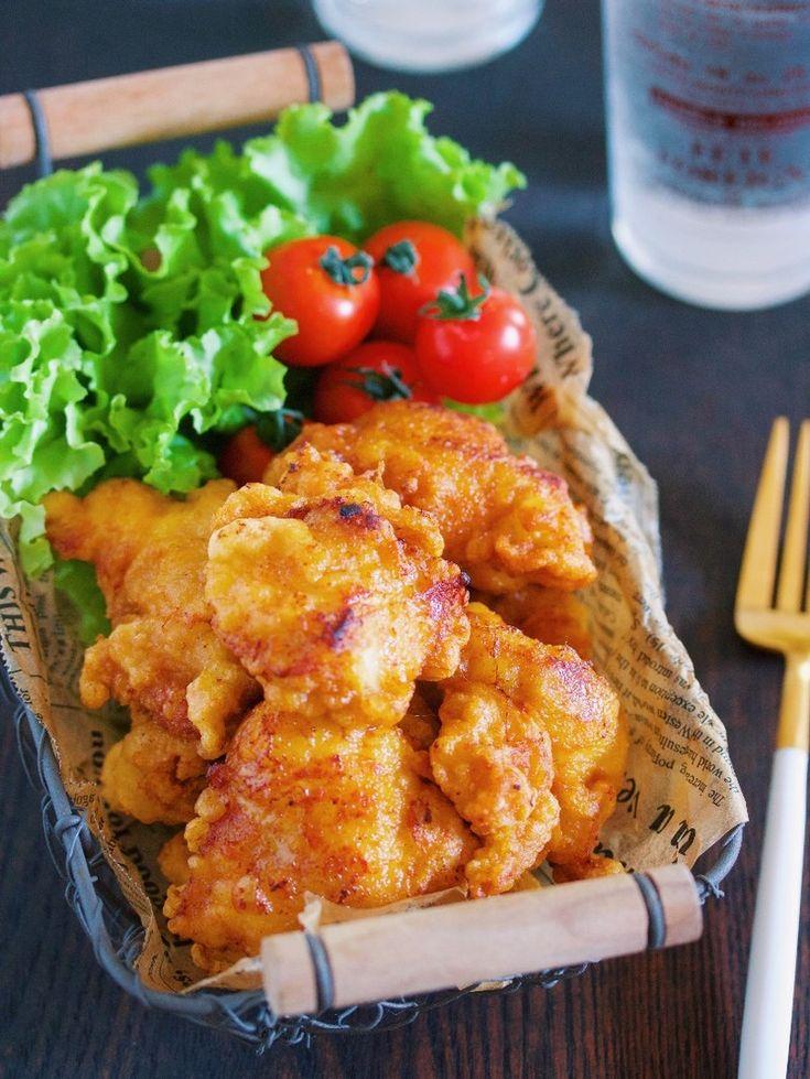鶏むね肉を使った<br />ボリューム満点のから揚げレシピ。<br /><br />ちょっとの工夫で<br />鶏もも肉に負けない<br />柔らかさとジューシーさに♪<br /><br />冷めても美味しいので<br />作り置きやお弁当にも<br />おすすめです!