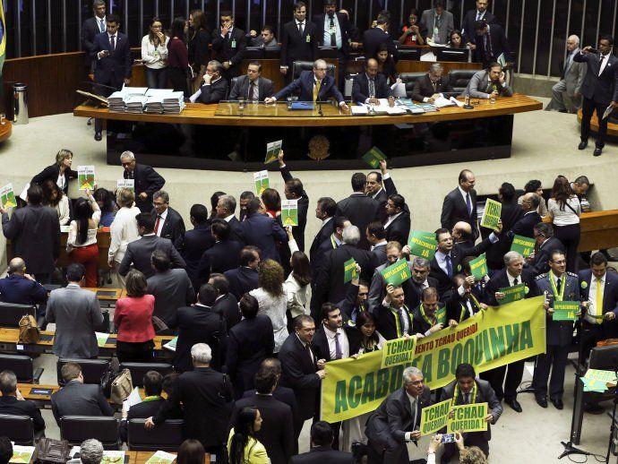 La oposición hace nuevo recuento de votos y proporciona 367 a favor de la destitución | VEJA.com – The Bosch's Blog