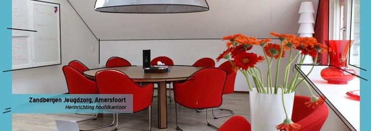 Het hoofdkantoor van een jeudgzorg instelling is helemaal in hun huisstijl gerestyled. Heldere kleuren, maar met een professionele uitstraling
