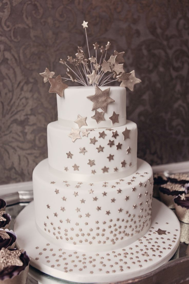 Gold star wedding cake by Elizabeth's Cake Emporium, London. Taken from 'The Moon and the Stars ~ Black and Gold Alternative Vintage Wedding Inspiration.'  Photography by http://www.cristinarossi.co.uk/