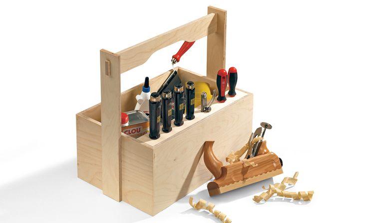 Eine Werkzeugkiste gehört in jeden Haushalt: Im Werkzeugkasten lagern Schraubendreher und Co. immer griffbereit. Wir zeigen, wie man die Werkzeugaufbewahrung aus Holz selbst baut.