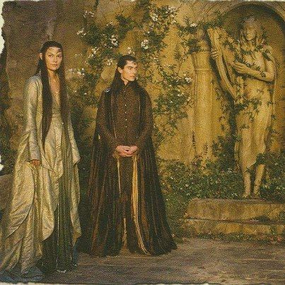 Rivendell Elves... look at that pretty Elven dress!