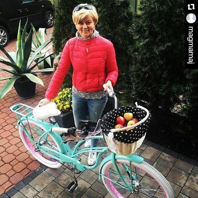 Feliz lunes a todos! Bicicleta ALOHA con accesorios de la casa Embassy disponible en nuestra tienda www.favoritebike.com Repost @magmamaj ・・・ #favoritebike #embassy #lovewillowmade  #bicicleta #mybike #happy #apple #paseoenbici #fiestas #travel #manzana #buenosdías #fashion #mama #fitgirl #healthlife #roweryembassy #ciclismo #bikelover #biciclasica #tiendaonline #mylove #relax #happy #picoftheday