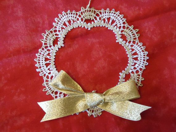 Bobbin lace Christmas decoration, white and gold garland / ring with gold ribbon bow