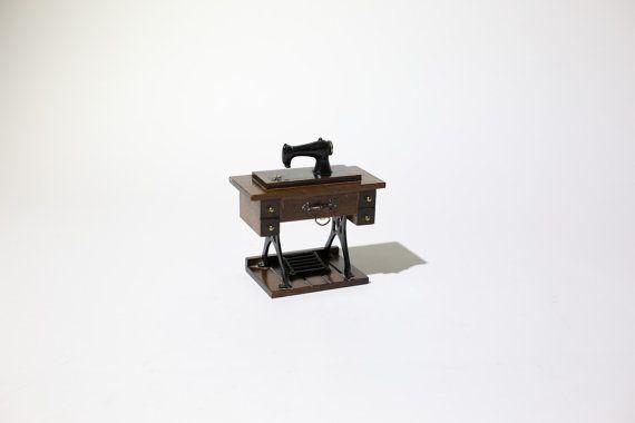 Singer Sewing Machine Music Box Vintage Treadle Beatles Cool Singer Sewing Machine Music Box