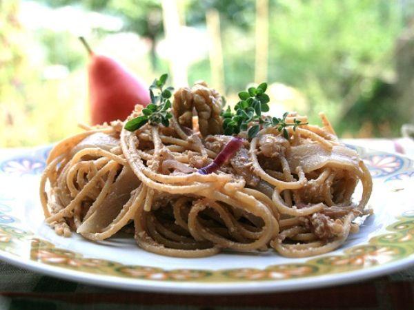 Ricetta Spaghetti integrali con pere e noci, da Letissia - Petitchef