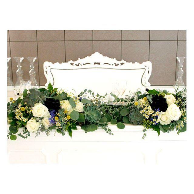 . . おしゃれで洗練された雰囲気♪ ぷっくりとした形の多肉植物と 白いバラや小花の組み合わせが 絶妙にマッチした 最新海外風ウエディング装花です! . #flowerwalkpopo #富山県 #結婚式 #ウェディング #結婚式準備 #プレ花嫁 #花嫁準備 #結婚式準備 #オリジナルウェディング #テーマウェディング  #海外ウエディング #ナチュラル #多肉植物 #グリーン #キャナルサイドララシャンス #ララシャンス #メイン装花 #高砂 #花屋 #花 #ブライダル #wedding #weddingflowers #bride #bridalflowers #bridal #instflower #flowerstagram #flowerpic #natural#succulents