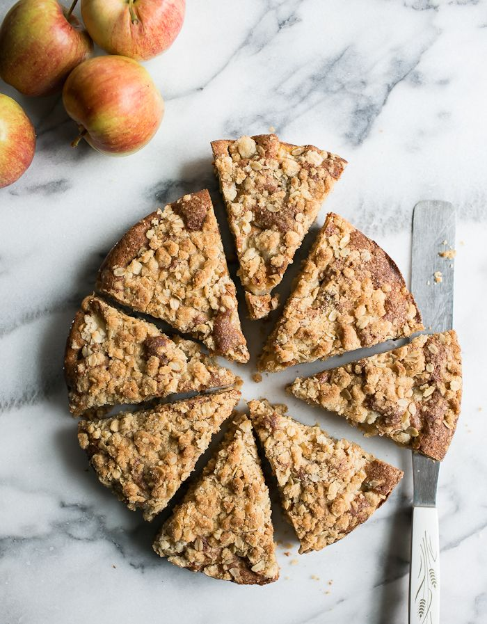 a simple apple crumble cake | theclevercarrot.com