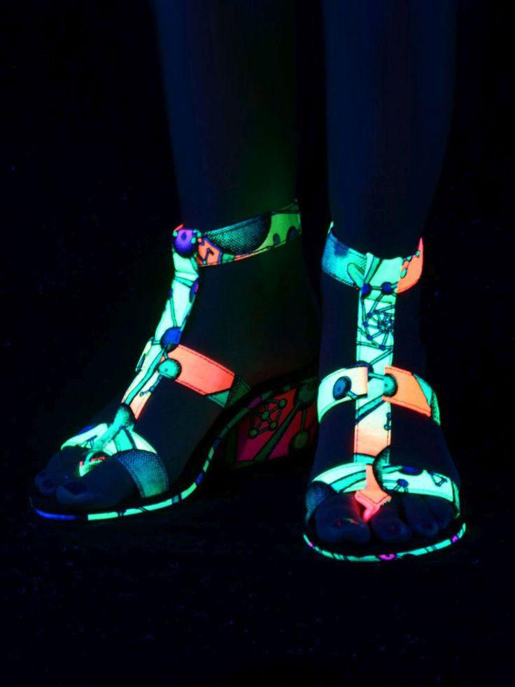 "Schwarzlicht Neon Style Cubana-Sandalen ""Atomic Rainbow""  #blacklight #schwarzlicht #neon #party #psy #clothing #shoes #sandal"