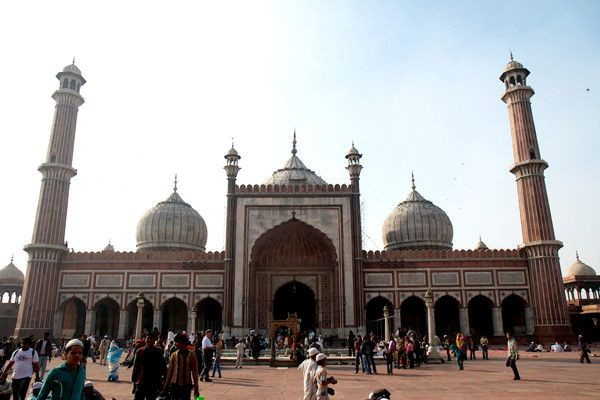 "Jama Masjid Originally known as the ""Masjid-i-Jahanuma"", or ""mosque commanding view of the world"", the mosque is built of colossal proportions this great mosque of Old Delhi is the largest in India, with a courtyard capable of holding 25,000 devotees"
