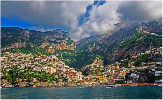 'Positano from the Sea', 2014 | © JeCCo/WikiCommons