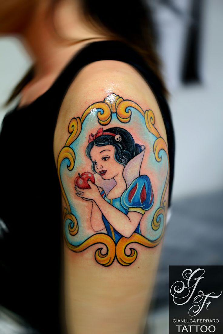 #tattoo #biancaneve #whitesnow #fiabe #favole #cartoon #fable #fairytale #fantasy #realistic #passion #tattoocolour #love #gianlucaferrarotattoo #tatuaggi #italy #naples #art #artist #atwork #ink #apple #mela #mirror #specchio #woman #beautiful #dream #sogno #princess #7dwarfs #sogno #7nani #principessa #workinprogress #happy #like