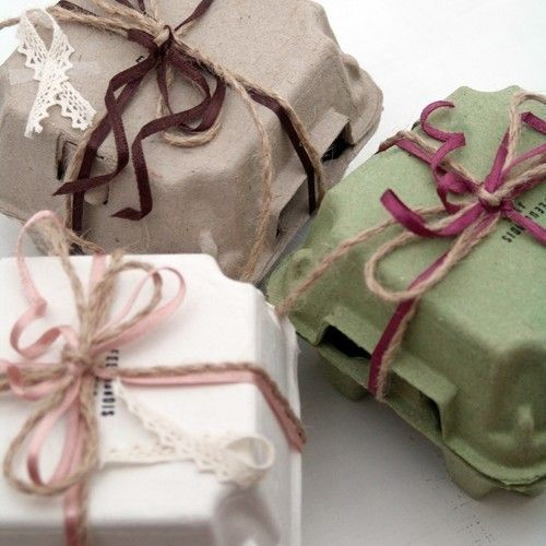 Bizarre gift wrapping idea... 10 egg boxes (4holding type, White, Beige or Green)