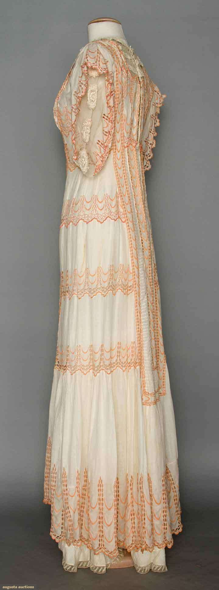 WHITE LACE TEA GOWN, c. 1910
