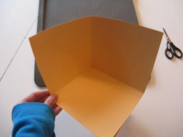 Heidi Ho - me again ...   Quite a few of you asked for more detailed instructions on how to make my 6x6 Fold Up Scrap Album. I aim to pleas...