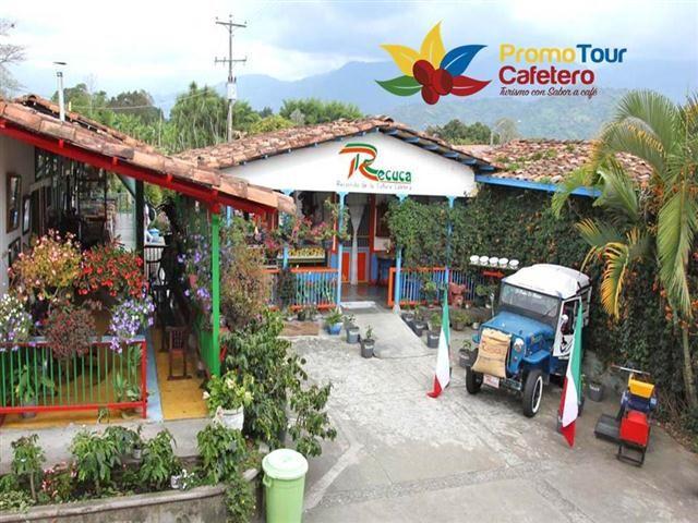 Recuca donde disfrutas y aprendes el proceso del cafe #Chapolera y #RecolectordeCafe, #Recuca, #PaisajeCafetero, #PlanTodoIncluido . Cel 321 8020524 whatsApp 316 2218052 promotourcafetero@yahoo.es www.turismopromotourcafetero.com