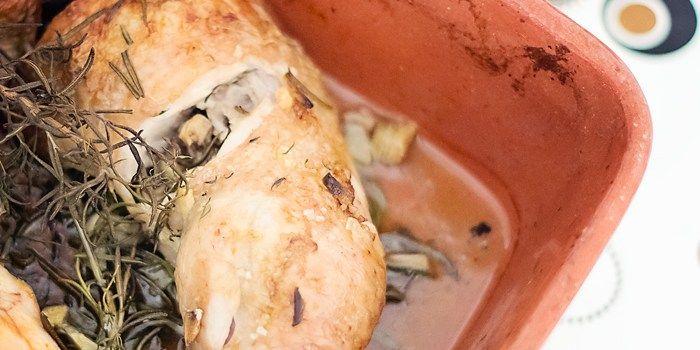 Kip Als we bezoek krijgen van lieve vrienden uit Almere en Lelystad, dan nemen ze weleens een biologische kip mee die ze kopen op de boerenmarkt. Vrijdag geven ze de bestelling door, die dag wordt de k…