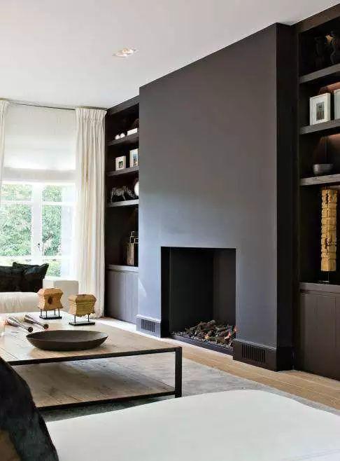 Camino aperto ventilato senza la cornice intorno per un soggiorno contemporaneo - parete nera