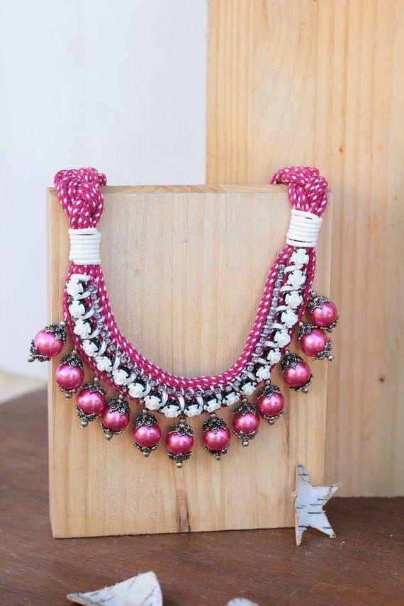 Collar Be Happy frambuesa de @dosTeresas  #díadelamadre http://cuchurutu.blogspot.com.es/2014/04/30-regalos-para-el-dia-de-la-madre.html