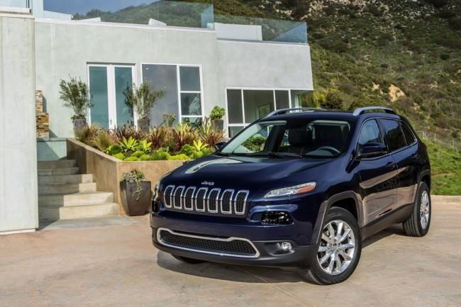 Jeep Cherokee 2014. В феврале 2013-го в сети появились первые официальные фото нового Jeep Cherokee 2014, мировая премьера которого состоялась в конце марта на автосалоне в Нью-Йорке. Произв...