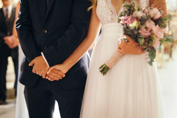 lafete, Syros, Cyclades, wedding, bridal bouquet, pastel colours pink