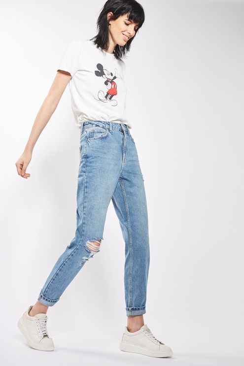 Crafted from pure cotton, our MOTO Mom jeans come in authentic rigid-look denim. Cut with a high-waist and a tapered leg, they feature multiple pockets, classic trims and a rip to one knee. Wear them folded at the cuffs to keep them looking cool.