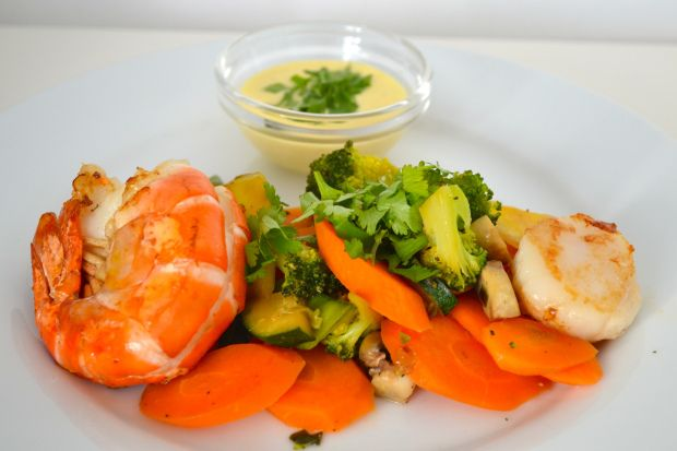 Vegetable wok with sea food and aioli